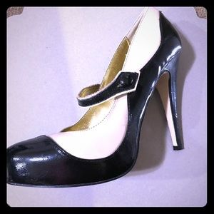 Bakers Classic Black/White Retro style pumps.
